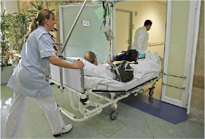 In Heidelberg wurden Patienten der Uniklinik in kommunale Krankenhäuser verlegt. Bald könnten die Betten entgegengesetzt rollen. Foto: dpa