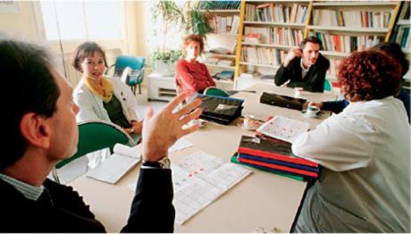 Ethikberatung: ein Fall für multiprofessionelle Teams, besetzt quer durch alle Berufe und Hierarchieebenen. Foto: SUPERBILD