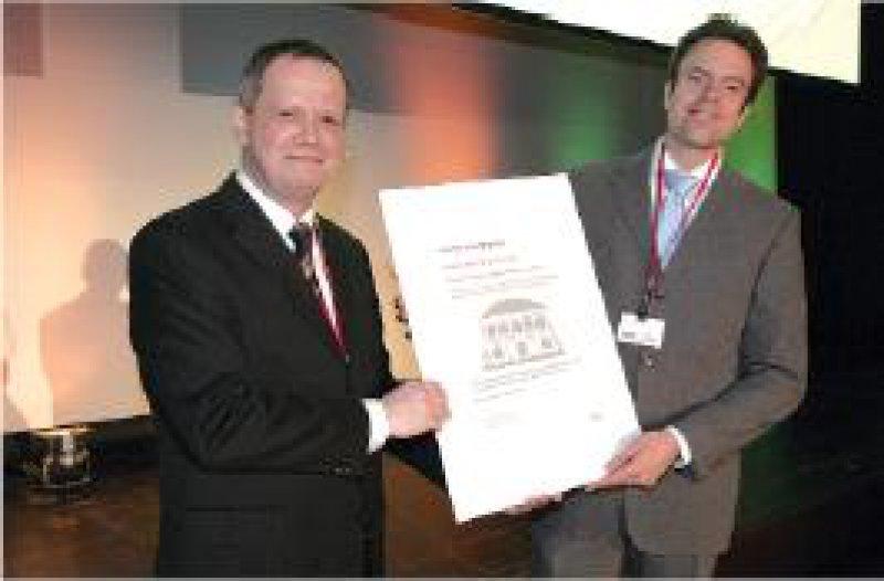 Hartwig Büttner, Medizinische Abteilung Lilly, und Tobias Deuse, Universitätsklinik Hamburg-Eppendorf (von links) Foto: Lilly Deutschland GmbH