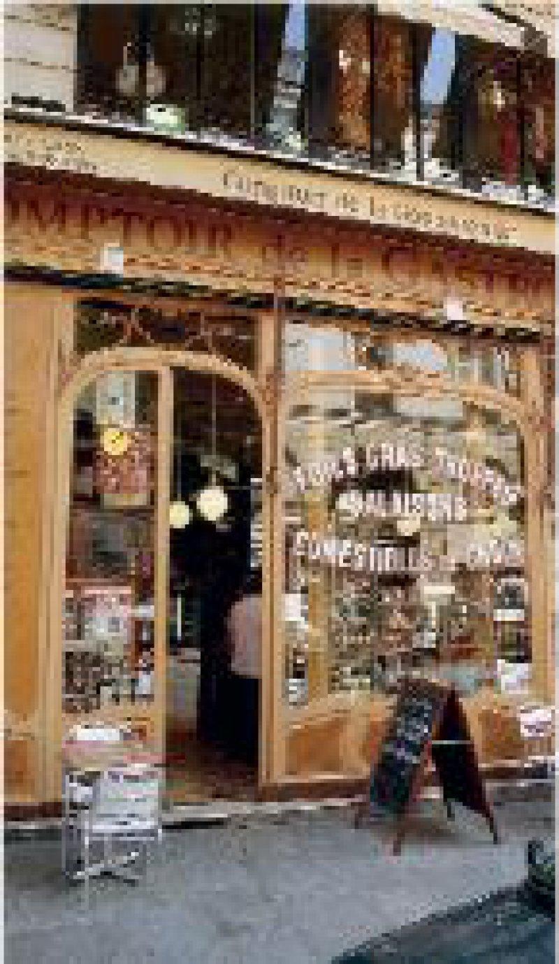 Die kleinen, charmanten Pariser Cafés verführen immer wieder zu einer kurzen Rast.