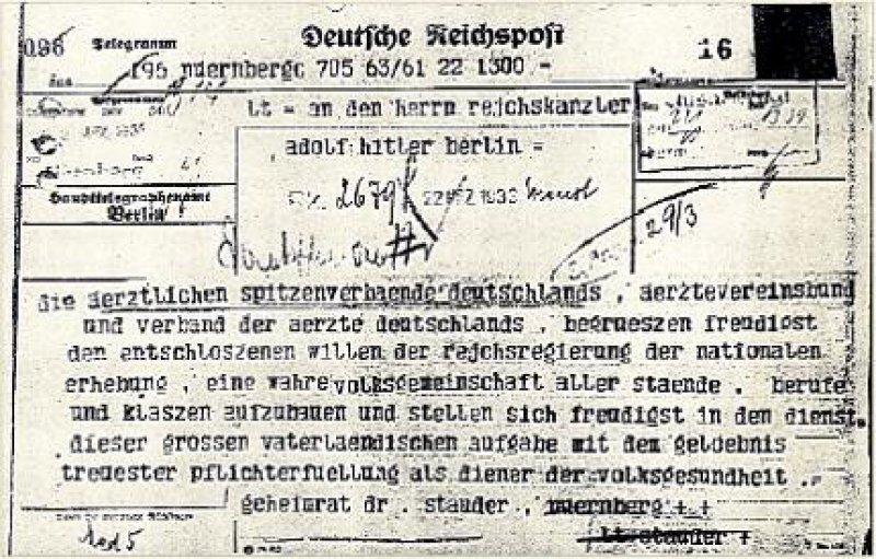 """Als """"Diener der Volksgesundheit"""" begrüßten die ärztlichen Berufsverbände 1933 """"freudigst"""" die Machtübernahme durch die Nationalsozialisten."""