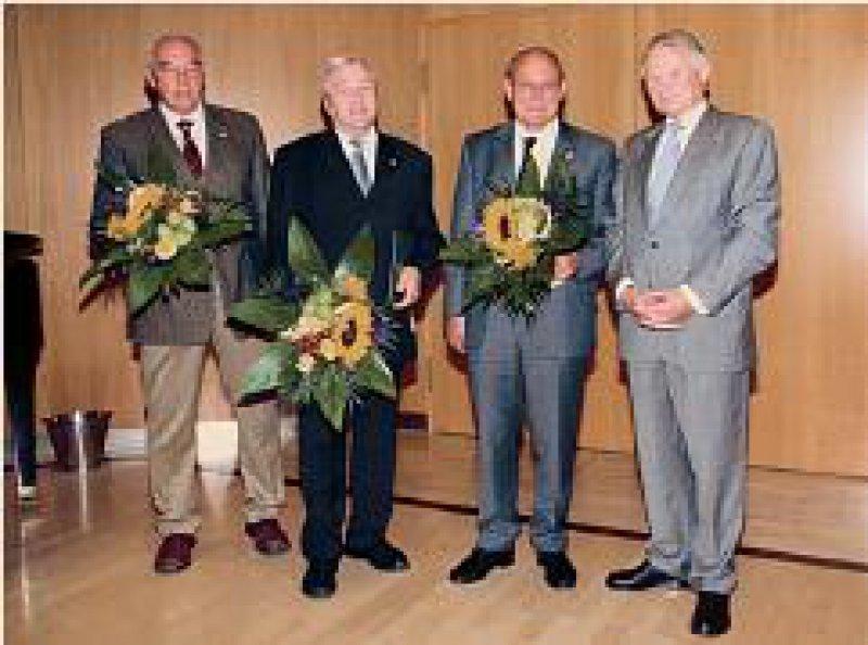 Heinz-Jürgen Sickel, Hans- Albert Kolbe, Volker Hofmann und Kammerpräsident Henning Friebel (von links) Foto: AEKSA