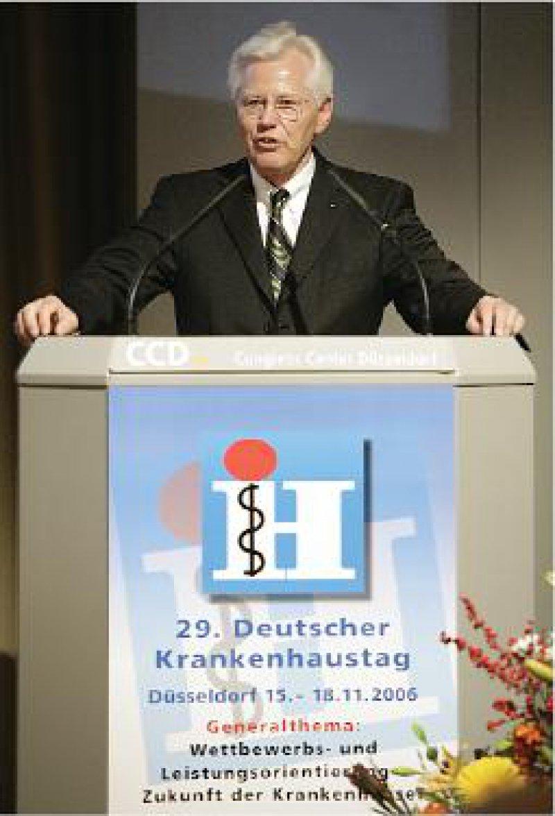 Mahnende Worte: Die Einsteuerung von Innovationen in die Krankenhausversorgung würde durch die Gesundheitsreform nachhaltig gefährdet, warnte Hans-Fred Weiser. Foto: Messe Düsseldorf/René Tillmann