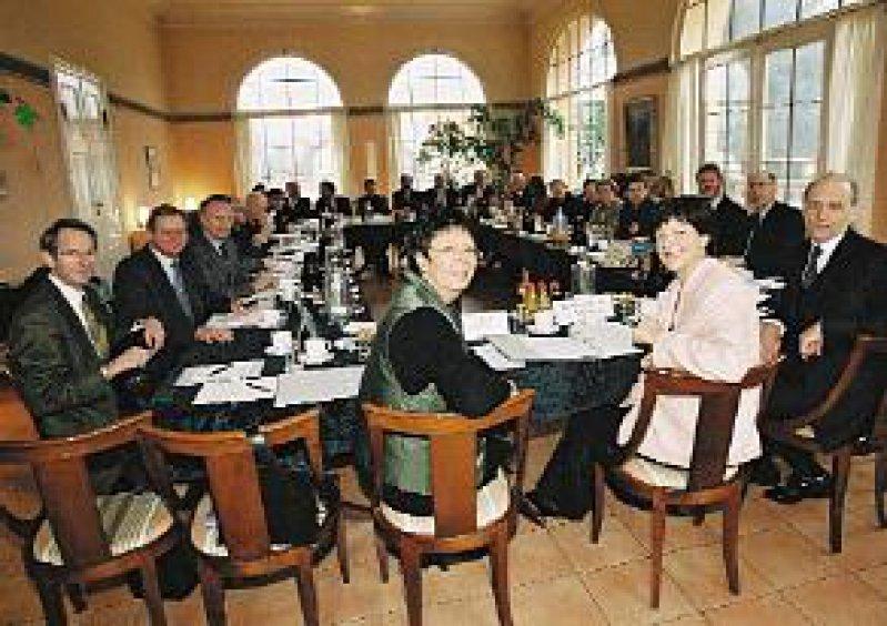 Von wegen rund – ausgesprochen kantig präsentierte sich der Runde Tisch auf Schloss Ziethen. Foto: Bundesbildstelle/Bienert
