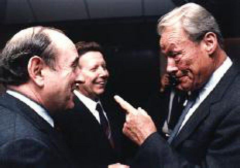 """Friedensnobelpreisträger (von links): Bernard Lown, Evgenij Tschasow (für die IPPNW) und Willy Brandt (""""auch er einer, der den Nobelpreis im Streit bekommen hat"""", so Bundespräsident Johannes Rau) Foto: IPPNW"""