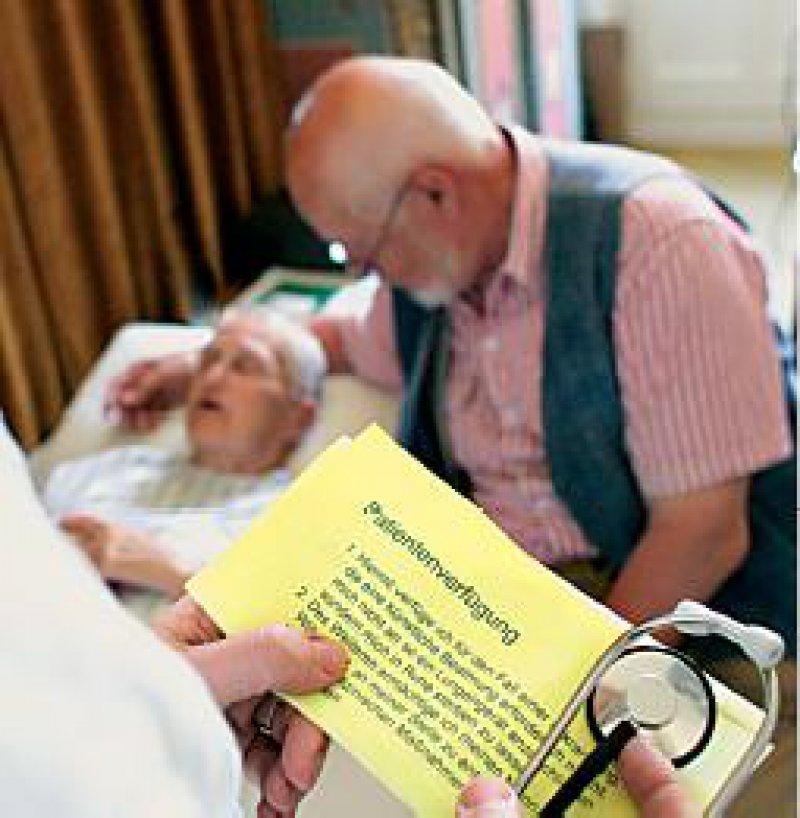 Interpretationsmöglichkeiten müssen für den Arzt dann gegeben sein, wenn die Verfügung nicht zweifelsfrei und aktuell eine vorliegende Situation beschreibt. Foto: Photothek