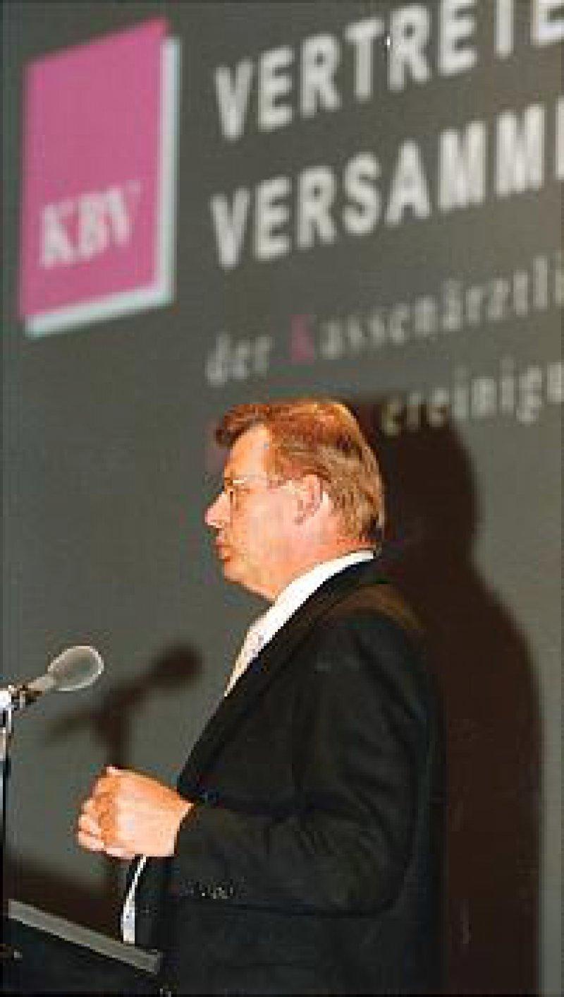 Bericht zur Lage: Der Vorsitzende der KBV, Dr. med. Manfred Richter-Reichhelm, zeigte die Positionen der Kassenärzte im Hinblick auf die anstehende Bundestagswahl auf.