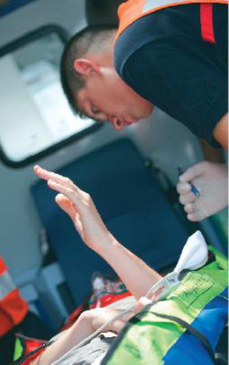 Ob die Speicherung der Notfalldaten auf der Gesundheitskarte tatsächlich zu einer Qualitätsverbesserung der Notfallversorgung führt, ist auf der Basis des bisherigen Konzepts noch nicht ausgemacht. Foto: Superbild
