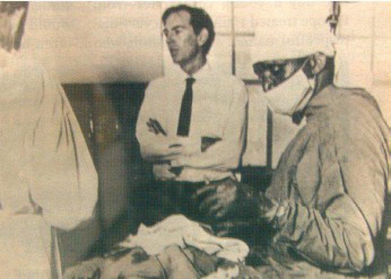 Mit großer Aufmerksamkeit verfolgten die Medien die am 3. Dezember 1967 erstmals durchgeführte Herztransplantation durch Dr. Christiaan Barnard (1922–2001) in Kapstadt. Fotos: Real Fiction Filmverleih