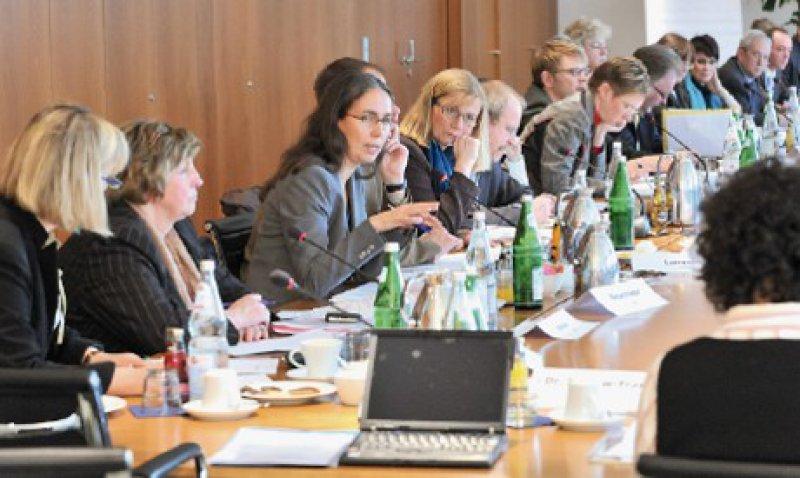Vertreterinnen und Vertreter der 40 Berufsverbände kamen in Berlin bei der Bundesärztekammer zu Gesprächen zusammen. Fotos: Georg J. Lopata