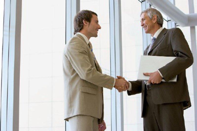 Ein guter Banker geht von sich aus mit Anregungen auf den Arzt zu und reagiert nicht nur. Foto: iStockphoto