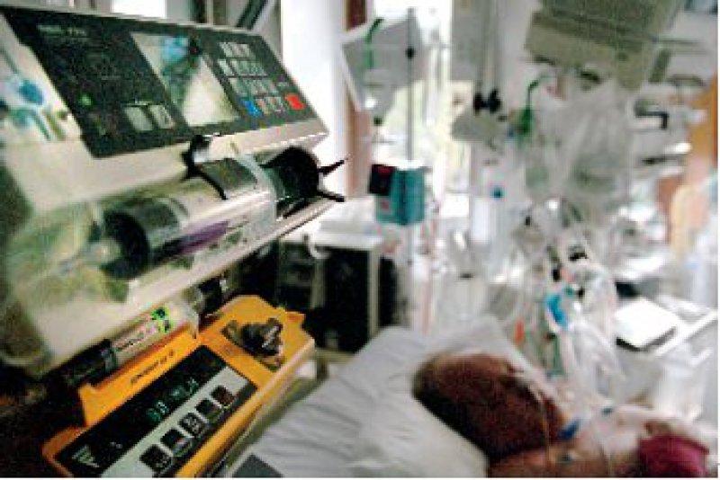 Moderne Geräte und Medikamente geben der Intensivmedizin neue Möglichkeiten. Doch es fehlt an Geld. Foto: Caro