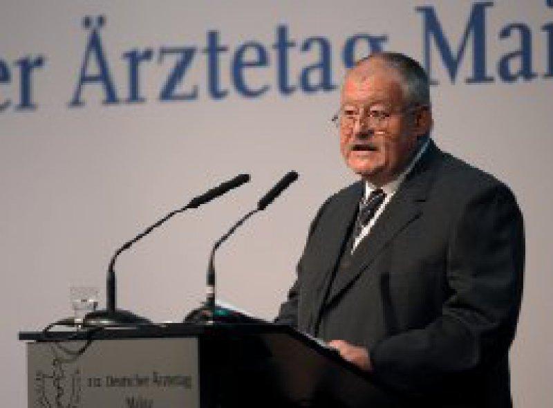 Revolutionen gab es in Mainz einige, wie Prof. Dr. med. Frieder Hessenauer, Präsident der gastgebenden Landesärztekammer Rheinland- Pfalz berichtete. Über Reformen diskutieren die Delegierten des diesjährigen Ärztetages.