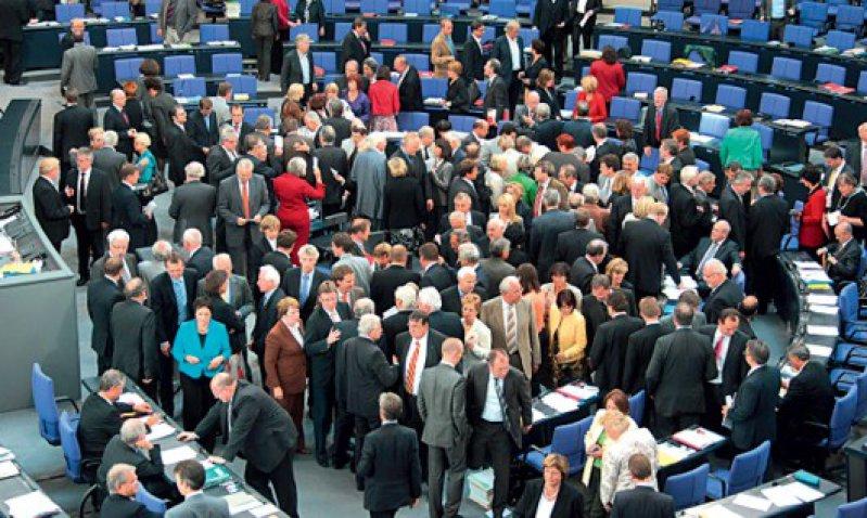 Nach sechs Jahren Vorarbeit verabschiedete der Deutsche Bundestag im Juni eine gesetzliche Regelung der Patientenverfügung. Foto dpa