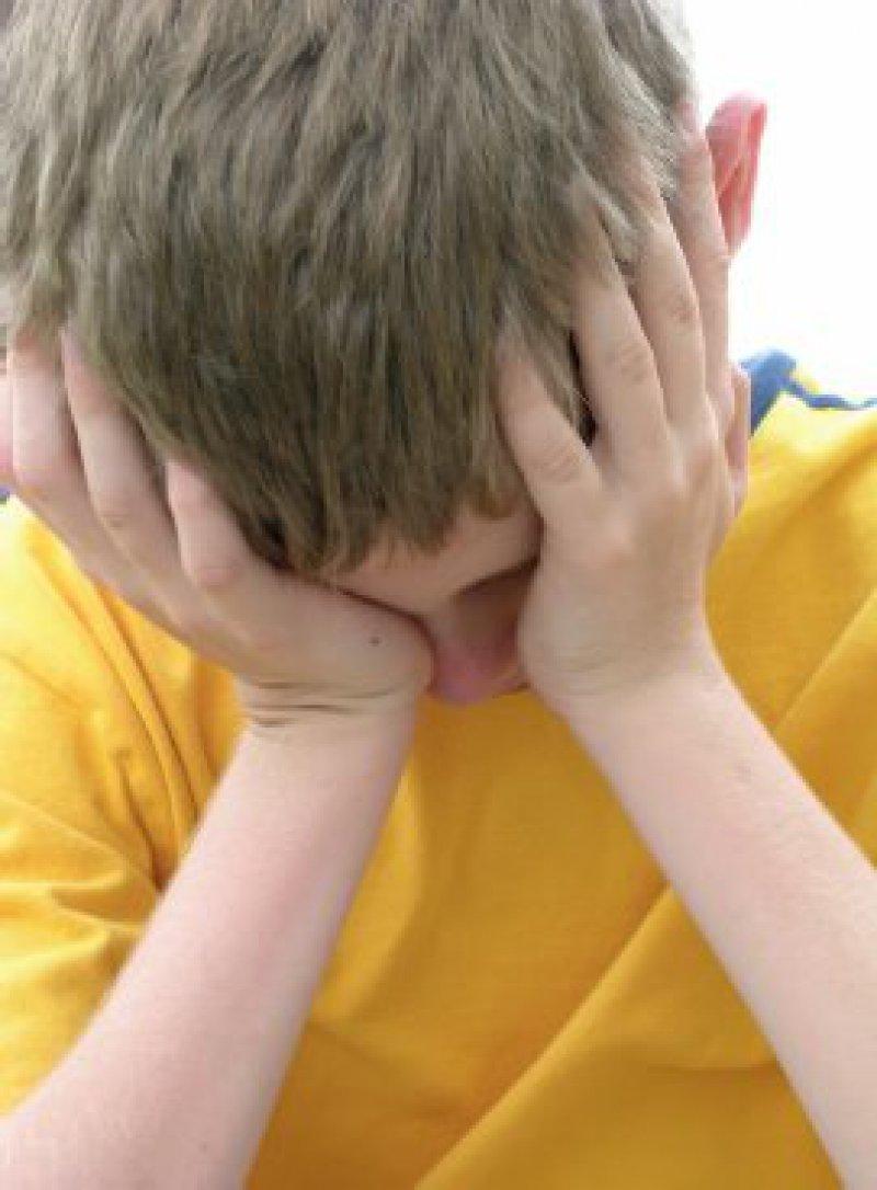 Zu den häufigsten Ursachen posttraumatischer Störungen bei Kindern und Jugendlichen zählen körperliche und sexuelle Gewalt, Vernachlässigung, Unfälle, Naturkatastrophen und lebensbedrohliche Krankheiten. Foto: Stockphoto