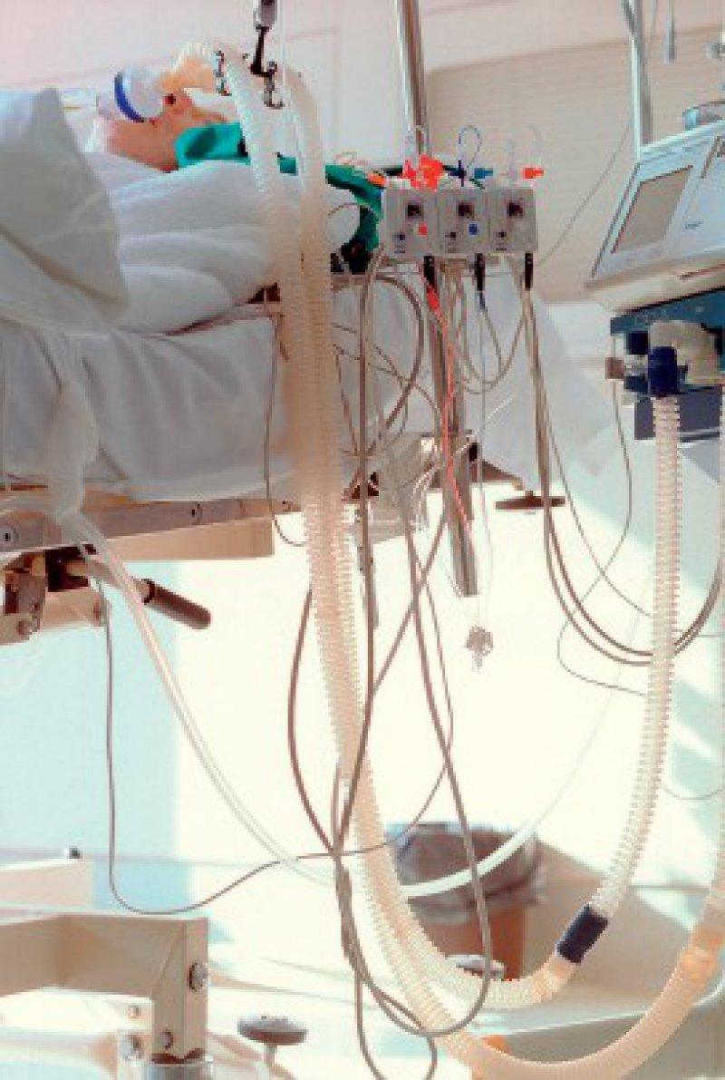 """""""Wir versuchen, Schritt für Schritt Therapieziele abzuarbeiten, und fragen: Was machen wir, wenn es dem Patienten besser oder schlechter geht?"""" Matthias Kochanek, Onkologe Foto: laif"""
