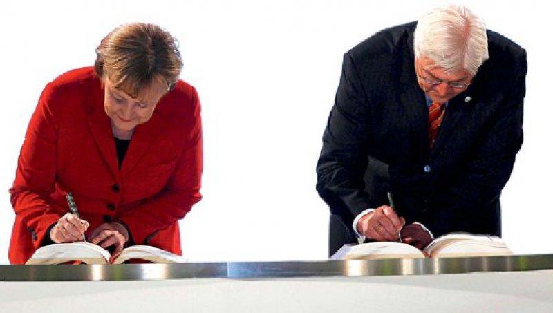 """""""Ja"""" zur EU-Reform: Bereits am 13. Dezember 2007 unterzeichneten Bundeskanzlerin Angela Merkel und der damalige Vizekanzler Frank-Walter Steinmeier den Lissabon-Vertrag. Foto: dpa"""