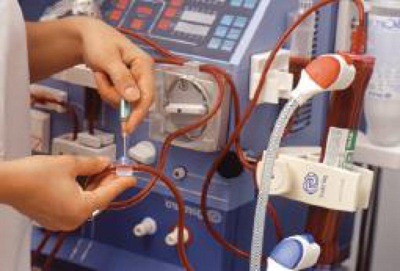 Eine zu späte Überweisung der Nierenpatienten hat zur Folge, dass die Erstdialyse häufig unter Notfallbedingungen erfolgt. Foto: Peter Wirtz