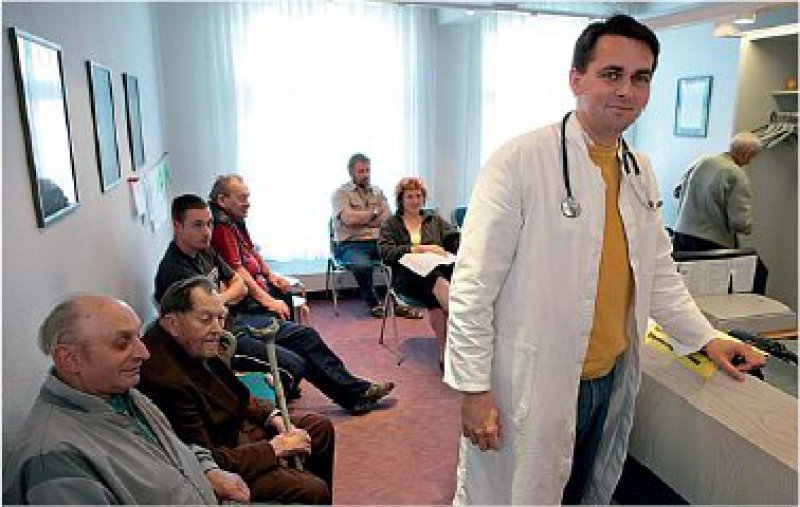 Hausarztzentrierte Versorgung für alle? Der Gesetzgeber will es so. Foto: dpa