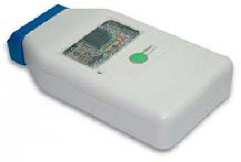 Mit dem mobilen System lassen sich fünf Lebensfunktionen überwachen. Die biometrischen Daten werden an das Pflegezentrum übermittelt. Foto: Vicente/Telefónica Investigación y Desarrollo, Spain