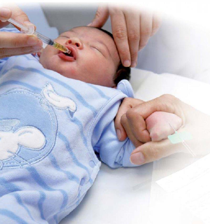 Risikoreiche Praxis: In den Krankenhäusern erhalten noch immer bis zu 70 Prozent der Kinder Arzneimittel, die nicht auf ihre Wirksamkeit bei dieser Patientengruppe getestet wurden. Foto: Picture-Alliance