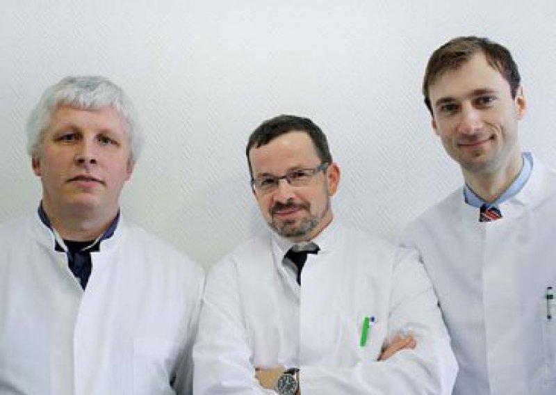 """""""Wir machen es, sonst ist die schöne Chance weg"""": Jens Raabe, Thomas Hunfeld und Torsten Witstruck (von links) arbeiten in der eigenen Praxis und in der Klinik. Foto: privat"""
