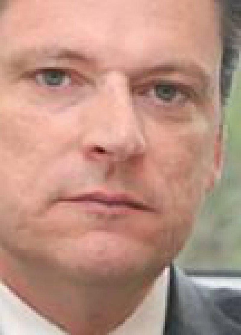 Jörg Arnold ist seit Anfang 2010 Vorstandsvorsitzender der Deutschen Ärzteversicherung. Der 45-Jährige arbeitet seit 1991 im Axa-Konzern.