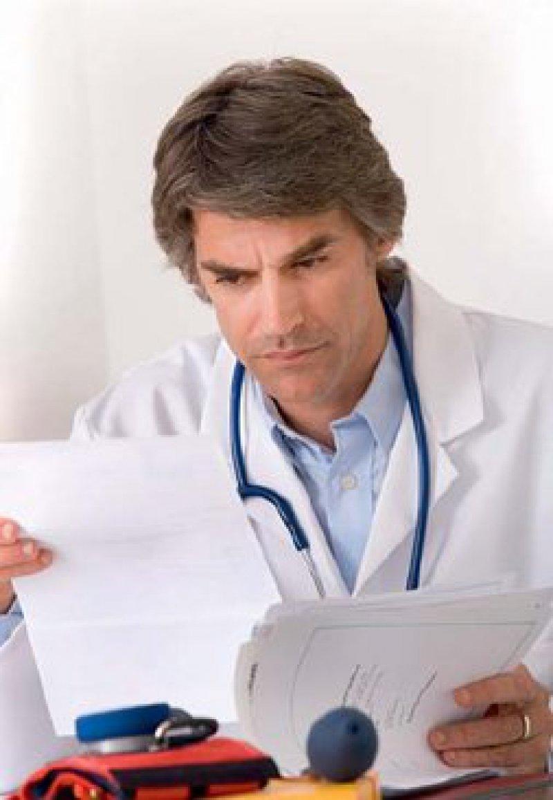 Vieles klingt gut, birgt aber Risiken. Beispielsweise leidet der Kündigungsschutz, wenn der Chefarzt als leitender Angestellter definiert wird. Foto: picture allliance