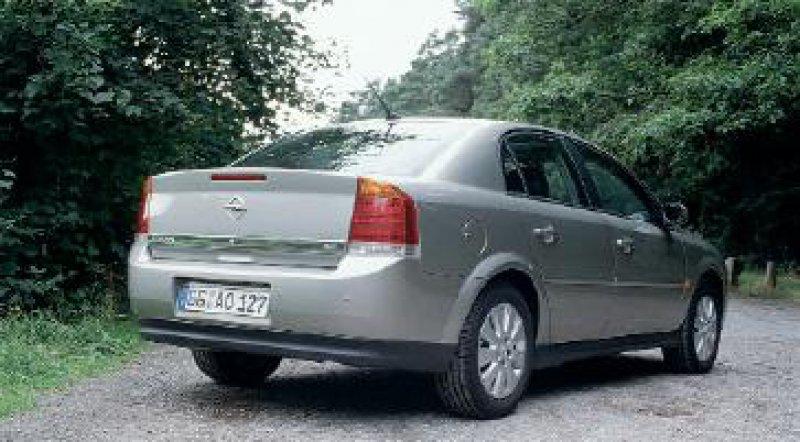 Hinten kantig, vorne mit auffälligen Scheinwerfern: Der neue Opel Vectra geht im Design unkonventionelle Wege.