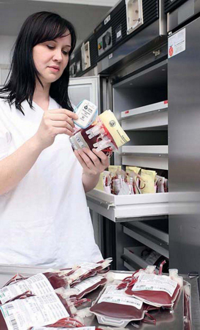 Künftig überwacht ein Funkknoten ständig die Temperatur von Blutkonserven. Foto: Universitätsklinikum Erlangen