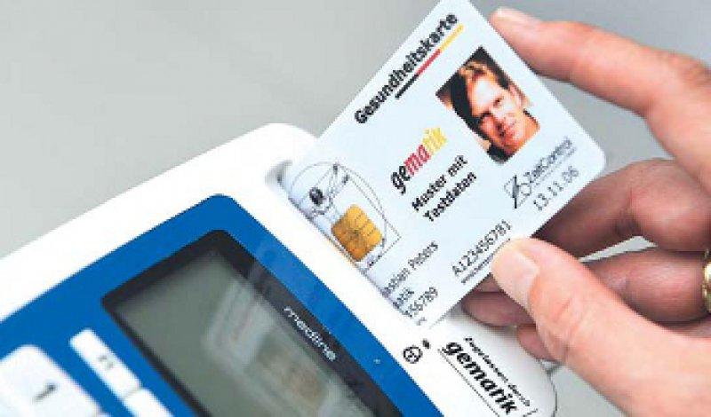 Streitfall E-Card: Seit Jahren ist deren Einführung umstritten – dennoch stufen Experten die Ärzte nicht als technikfeindlich ein. Foto: MDS/Viefhaus