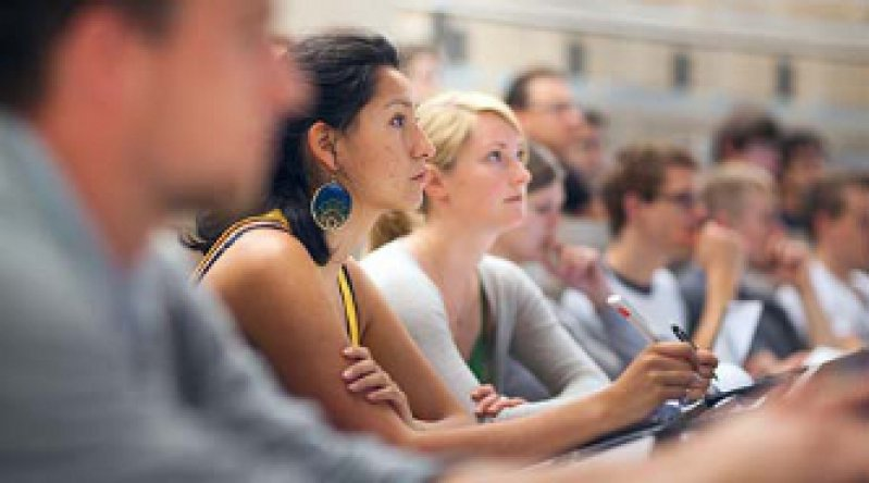 Weniger Zeit für die Studierenden: Hochschullehrer sind immer stärker für Examen eingespannt. Foto: Photothek