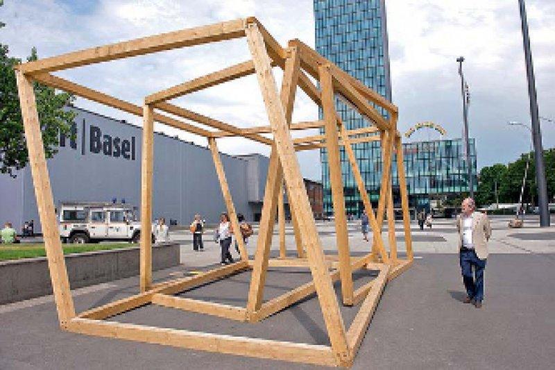 Kunst auch draußen – Oskar Tuazon, Holzwerk, Dad, 2010