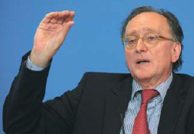 Eine moderate Ausgabensteigerung prognostiziert Bertram Häussler vom IGES-Institut. Foto: dpa