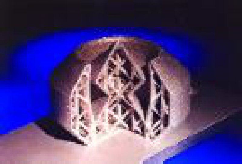 Auch komplexe Strukturen können mit SLM aufgebaut werden. Die Gitterstreben haben eine Dicke von einem Millimeter.