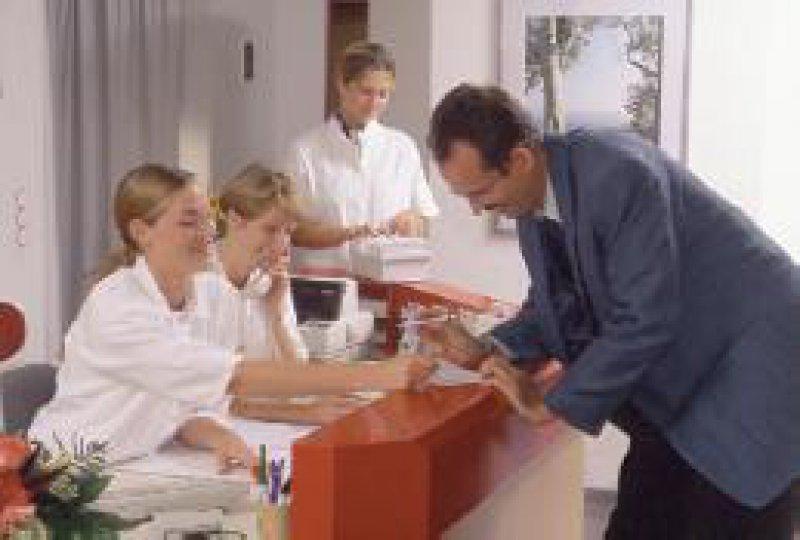 Die Mitarbeiter in den Arztpraxen kommen in den Genuss einer eigenen betrieblichen Altersvorsorge. Foto: Eberhard Hahne