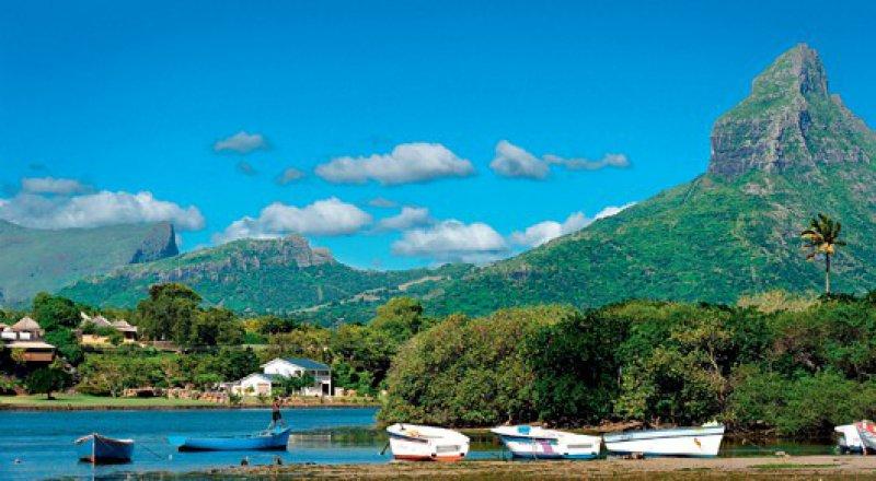 Mauritius macht sich gut als Ferienparadies:Der Montagne du Rempart wacht über die Baie du Tamarin im Südwesten der Insel.