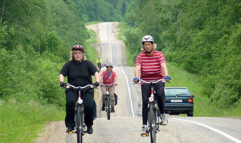 """""""Molodzi – Donnerwetter!"""" – 700 Kilometer trennen St. Petersburg von Moskau. Allerdings wird nur ein Teil des Weges mit dem Fahrrad zurückgelegt."""