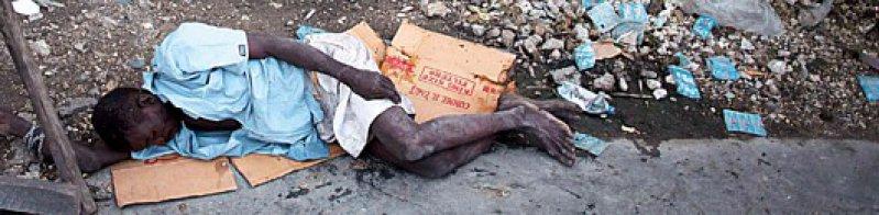 Warten auf Hilfe: ein Choleraopfer im größten Slum der Hauptstadt Port-au-Prince. Foto: dpa