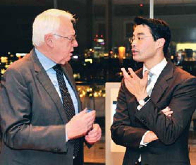 G-BA-Chef Rainer Hess im Gespräch mit Gesundheitsminister Philipp Rösler. Foto: Georg J. Lopata