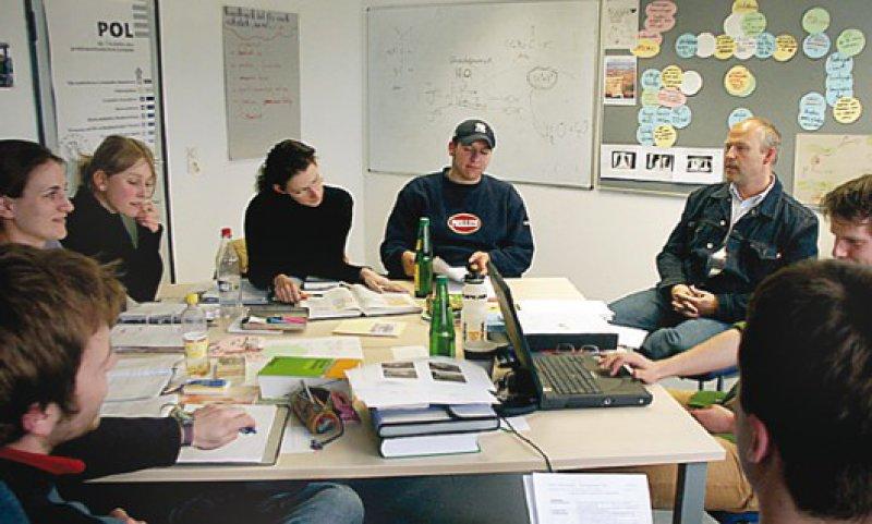 Problemorientiertes Lernen (POL) in Kleingruppen ist ein zentraler Baustein des Bochumer Modellstudiengangs.