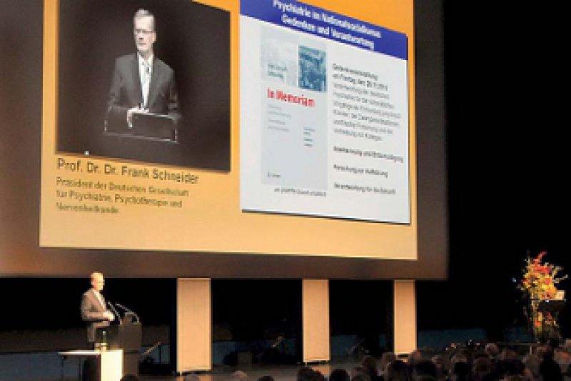 DGPPN-Präsident Frank Schneider bat die Opfer um Verzeihung für das Leid, das ihnen in der NSZeit von den Psychiatern zugefügt worden war. Foto: DGPPN