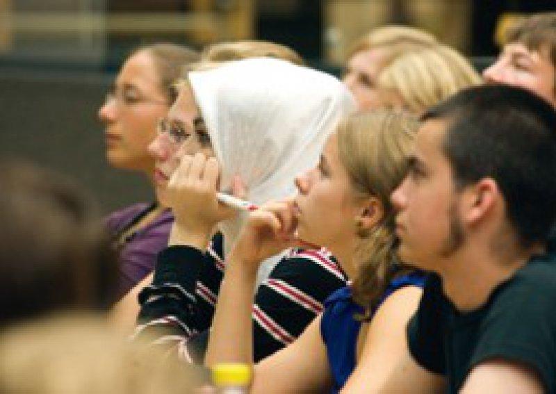 Studierende aus Migrationsfamilien studieren trotz Gebühren. Foto: Caro