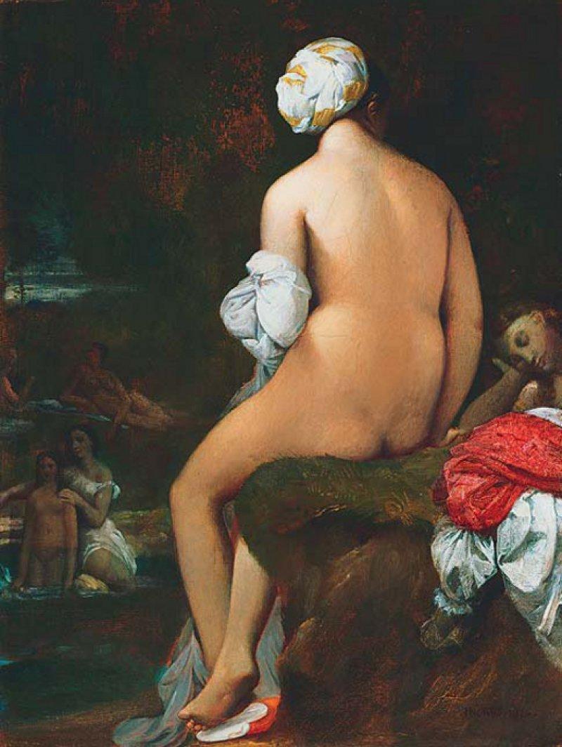 """Jean-Auguste Dominique Ingres, """"La petite Baigneuse – Die kleine Badende"""", 1826, Öl auf Leinwand (32,7 × 25,1 cm): Das Sujet der Badenden taucht im Werk des französischen Meisters der Aktdarstellung immer wieder auf. Der Blick fällt auf den schön geformten, sinnlich wirkenden Rücken einer Frau, in dem Knochen oder Muskeln nicht zu existieren scheinen. Die nackte Frau ist dem Voyeurismus des Betrachters ausgesetzt. Dieser wird zum Eindringling in eine sehr private Szenerie, während sie sich ihm völlig entzieht. Weder die Vorderseite ihres Körpers noch ihr Gesicht noch ihr Gemütszustand sind erkennbar. Die Umgebung und ihr Turban lassen darauf schließen, dass sie sich in einem orientalischen Bad, einem Hamam, aufhält. Die Wahl dieses Genres ermöglichte es dem Künstler im prüden Europa des 19. Jahrhunderts, den nackten weiblichen Körper ohne den Deckmantel einer legitimierenden mythologischen Rahmenhandlung zu porträtieren. © Washington The Phillips Collection; Foto: Edward Owen"""