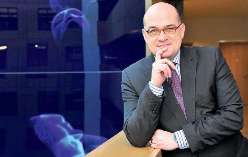 Lars Lindemann (39) befasst sich beruflich mit Gesundheits politik. Zudem ist der Jurist mit einer niedergelassenen Hals-Nasen-Ohren-Ärztin verheiratet. Das Paar lebt mit seinen drei Kindern in Potsdam. Gehör hat sich Lindemann zuletzt durch Vorschläge zur Kostenerstattung verschafft. Fotos: Georg J. Lopata