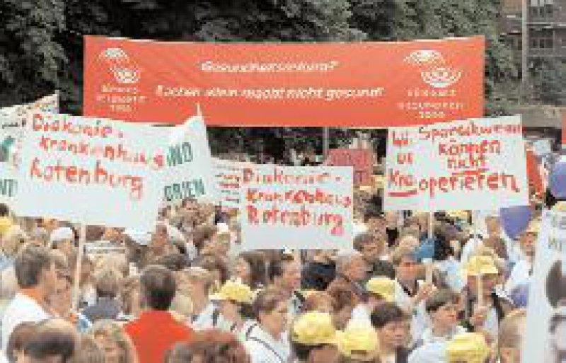 22. September 2000: Bereits vor zwei Jahren protestierte das Bündnis Gesundheit 2000 gegen die Kostendämpfung im Gesundheitswesen. Foto: dpa