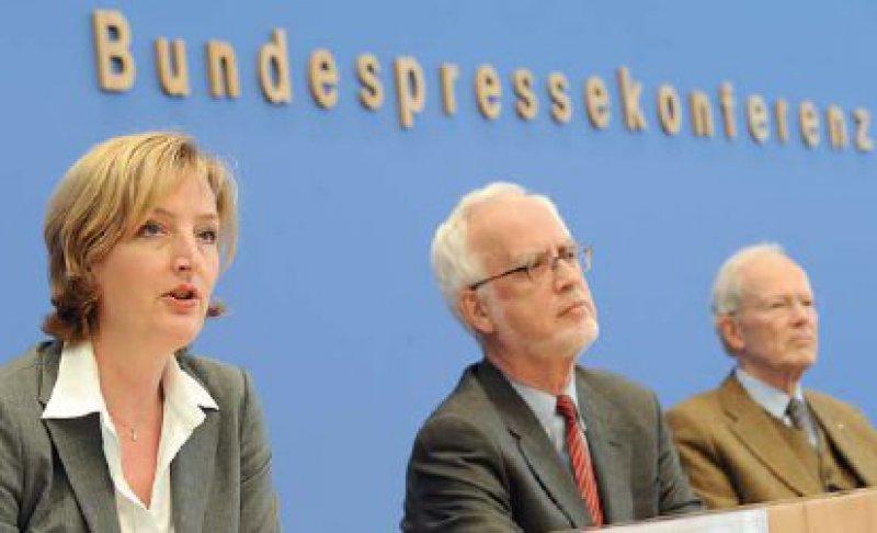 Christiane Woopen, stellvertretende Vorsitzende des Ethikrats, sprach sich für eine begrenzte Zulassung der PID aus. Foto: dpa