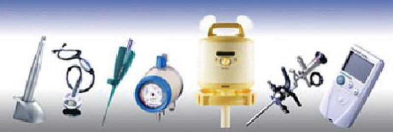 Von links: 1. Vistacam CL mit Ladegerät (Design: ID Design, Hersteller: Dürr Dental GmbH Co KG, 74321 Bietigheim- Bissingen). 2. Littmann-Stethoskop (Design und Hersteller: 3M, Medica, Halle 06/F06). 3. Der PTCAKatheter Larus (Design: Held + Team), Adapterstück für Ballonkatheter zur Weitung der Koronararterien. Hersteller: B. Braun Melsungen (Medica, Halle 06/D20,A03). 4. Das Produkt Thora Flow 2000 (Design: Held + Team) dient der Regulierung eines sehr schwachen Unterdrucks zur Absaugung von Körperflüssigkeiten aus dem Thorax-Bereich. Hersteller: Greggersen (Medica Halle 11/B56). 5.Weiche und feminine Formen bei der Brustpumpe Symphony (Design: milani d&c). Hersteller: Medela (Medica, Halle11/J41). 6. OES Pro Resektoskop (Design: Held + Team). Hersteller: Olympus Winter & Ibe (Medica Halle 10/E10). 7. Omnitest Sensor (Design: Held + Team) für die Diabeteskontrolle. Hersteller: B. Braun Petzold (Medica Halle 6/D20). Werkfoto