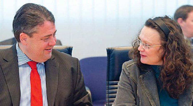 """""""Wir wollen, dass es keine Zweiklassenmedizin mehr gibt"""", betont Andrea Nahles (rechts, daneben Sigmar Gabriel). Die SPD stellt mit der Bürgerversicherung eine Alternative zur """"Kopfpauschale"""" vor. Foto: dapd"""