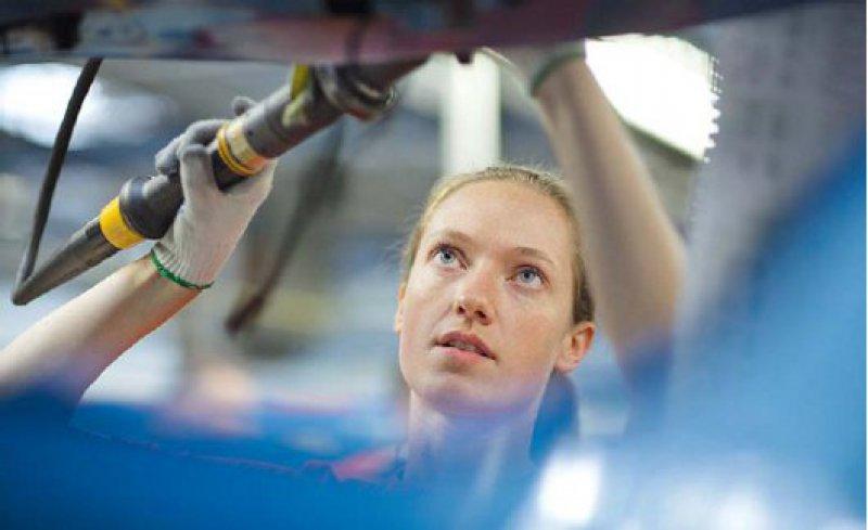 Die Anforderungen am Arbeitsplatz müssen bei der Rehabilitation berücksichtigt werden. Foto: Photothek